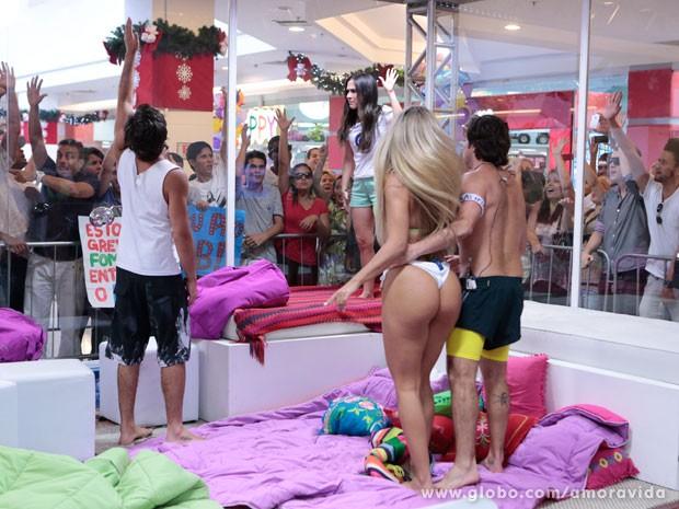 Valdirene se faz de vitima e ganha apelo do público (Foto: Felipe Monteiro/ TV Globo)