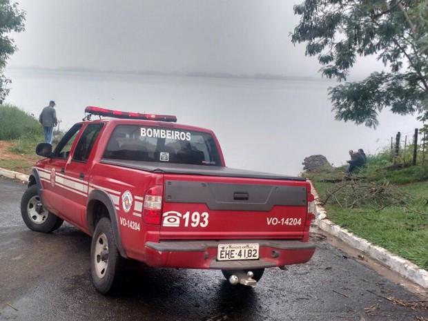 Durante as buscas, bombeiros tiveram apoio da Marinha, PM e de pescadores da região (Foto: Corpo de Bombeiros/Cedida)