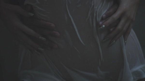 A celebridade Kylie Jenner em seu clipe (Foto: Reprodução)