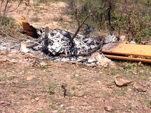 Uma aeronave caiu e explodiu nesta terça-feira (7) após bater em uma rocha em Bom Jesus (Foto: Joubert Coelho)