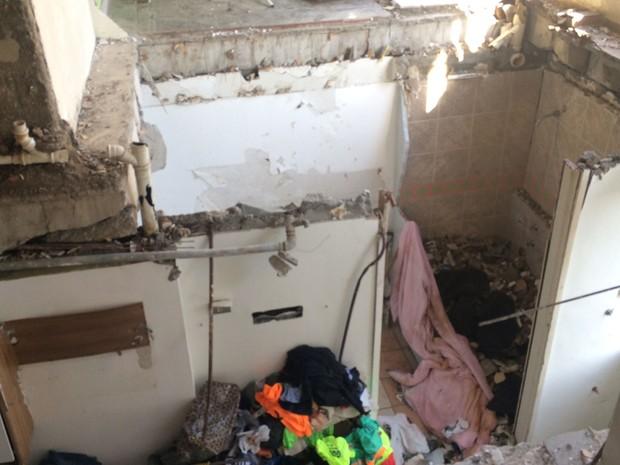 Interior de apartamento em São Conrado ficou destruído (Foto: Gabriel Barreira / G1)
