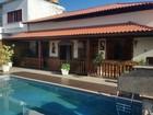 Casal suspeito de agiotagem é preso em casa luxuosa em Araruama, no RJ