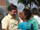 Geraldo Julio faz panfletagem e João Paulo almoça com professores