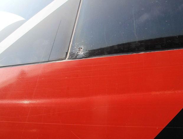 ônibus Fluminense apedrejado jogo São Paulo (Foto: Rafael Cavalieri / Globoesporte.com)