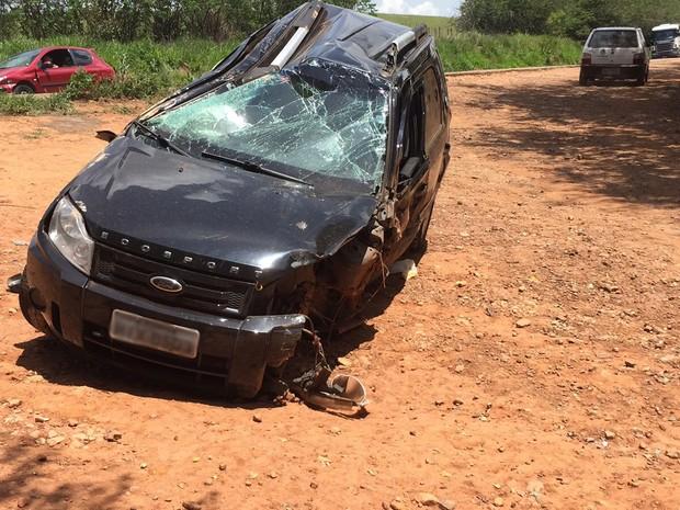 Carro em que ex-vereador de Campo Belo estava bateu em outro veículo em uma curva, na BR-369 (Foto: Minas Acontece)