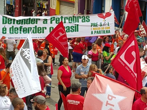 Petroleiros realizam ato em defesa da Petrobrás no Centro de Campians (SP) (Foto:  Itamar Sanches/Sindipetro Unificado-SP)