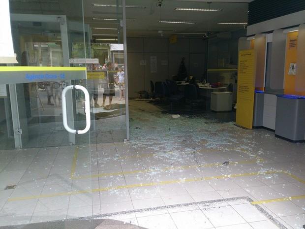 Em Ocara, agência do Banco do Brasil foi atacada (Foto: João Paulo Maciel/Arquivo pessoal)