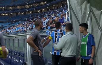 """Maicon discute com torcedor na saída de campo após empate: """"Chateados"""""""