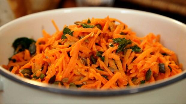 'Gordon Ramsay' - Salada de cenoura, cominho e laranja - Episdio 15 - Receitas em Famlia (Foto: Reproduo / GNT)