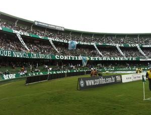Torcida do Coritiba no Estádio Couto Pereira (Foto: Gabriel Hamilko / Globoesporte.com)