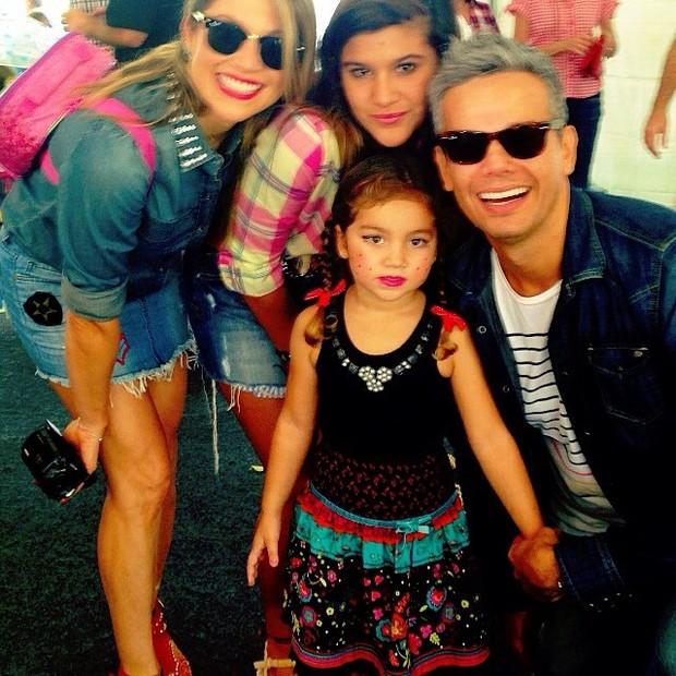 Flávia Alessandra com a família (Foto: Instagram / Reprodução)