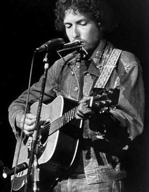 Violão de Bob Dylan leiloado