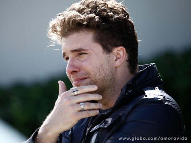Niko chora ao ver o filho partir (Foto: Inácio Moraes/TV Globo)