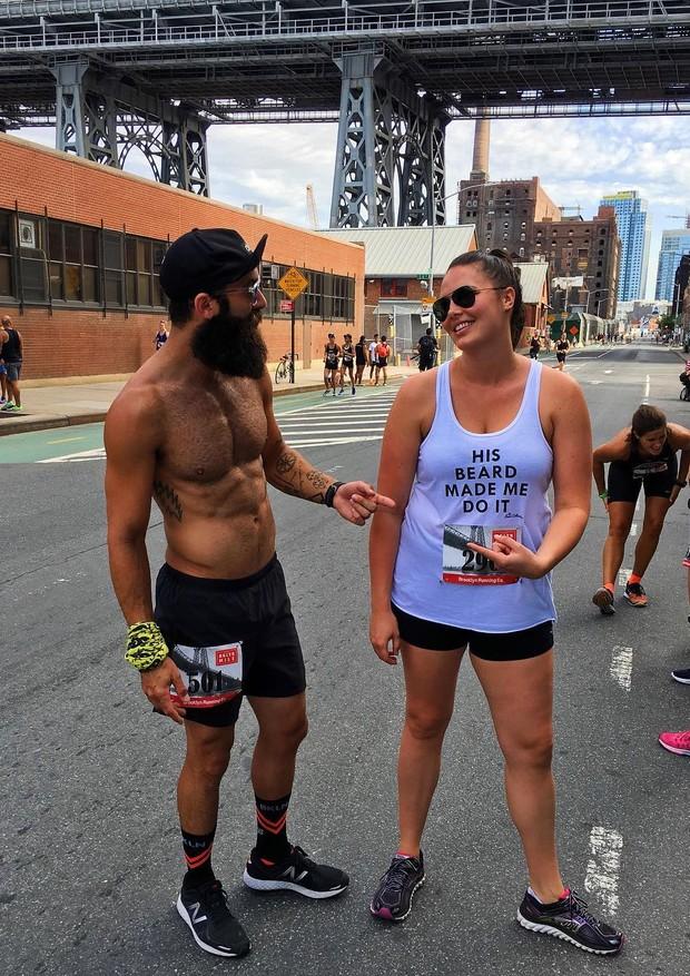 Candice Huffine e o marido, Matt Powers, também corredor (Foto: Instagram/Reprodução)
