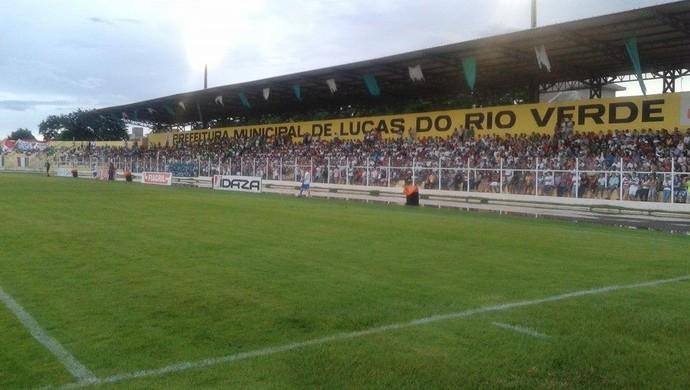 Estádio Passo das Emas lotado. (Foto: Assessoria Luverdense)