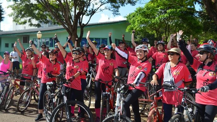 Pedal Rosa em Vilhena reuniu mulheres em um percurso de mais de 8km (Foto: Dennis Gonçalves)