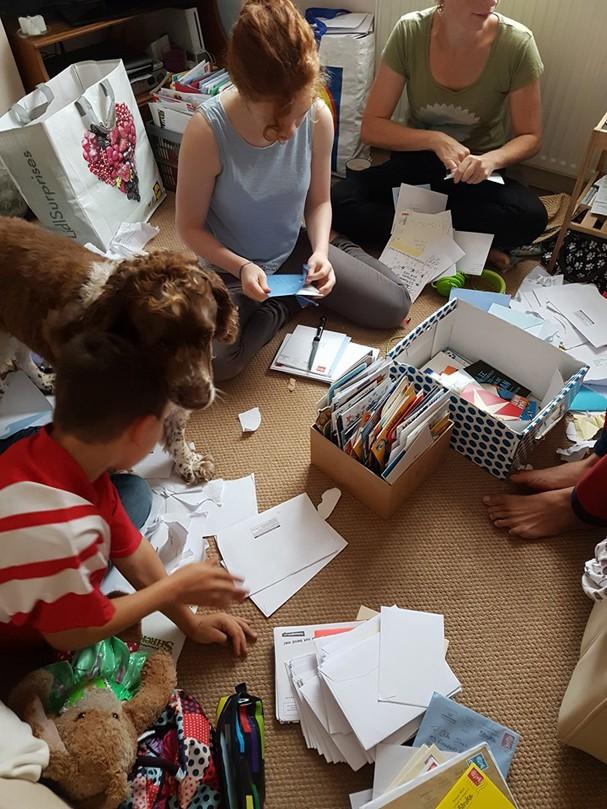 Ollie Jones recebeu cerca de 20.000 cartões de todo o mundo  (Foto: Reprodução/Facebook)
