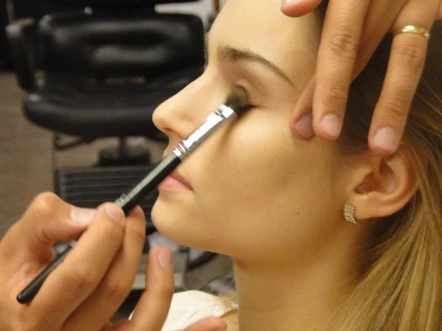 Na área dos olhos, a dica é investir em sombras em tom de marrrom (Foto: Vídeo Show/TV Globo)