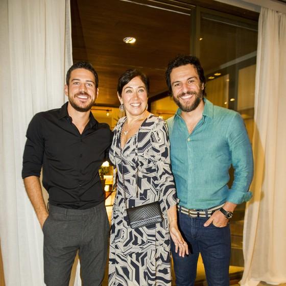 Lilia Cabral, que será uma viciada em jogos, brinca com Marco Pigossi e Rodrigo Lombardi na coletiva da novela  (Foto: TV Globo/ João Miguel Jr)