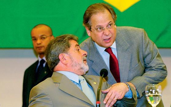 Lula e José Dirceu, em 2002 (Foto: Antônio Gaudério/Folhapress)