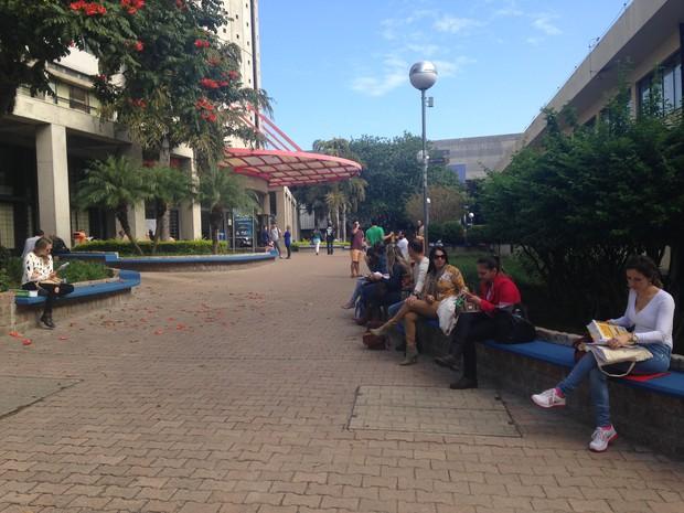 Em Porto Alegre, candidatos prestam exame na PUC-RS (Foto: Maria Polo/G1)