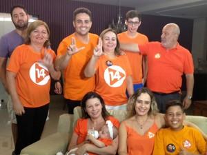 """Dia de votação em Porto Velho: O candidato Léo Moraes acompanhou a apuração dos votos em família.""""Foi muito animado, com a família fica tudo bem"""" (Foto: Hosana Morais/ G1)"""
