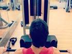 Fiuk pega pesado na academia e exibe músculos: 'Ah moleque! 100kg'