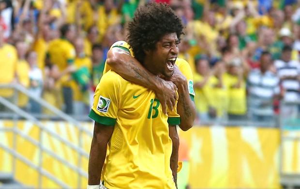Dante comemoração Brasil e Itália (Foto: Getty Images)