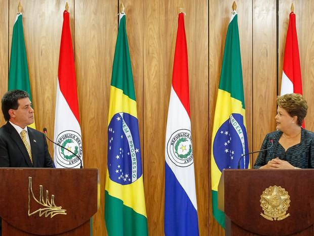 Dilma Rousseff fez declaração à imprensa após reunião com o presidente Horacio Cartes, do Paraguai (Foto: Roberto Stuckert Filho/PR)