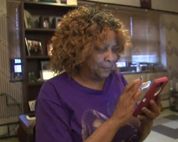 Sheila Henderson se assustou ao descobrir saldo negativo de US$ 99 bilhões na conta de sua falecida mãe (Foto: Reprodução/YouTube/ABC 7)