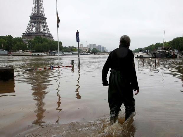 Região de Paris é uma das afetadas pelas inundações (Foto: Pascal Rossignol/Reuters)