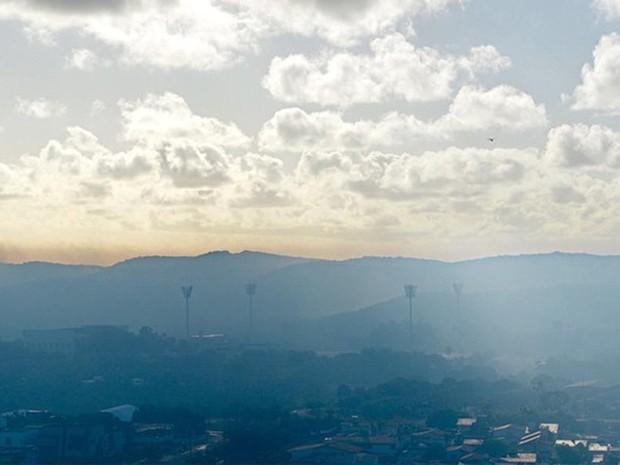 Foto mostra névoa sobre a cidade (Foto: Cristiano Félix)
