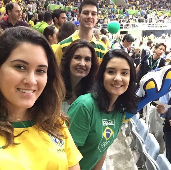 Fátima Bernardes e o seus trigêmeos (Foto: Reprodução / Instagram)