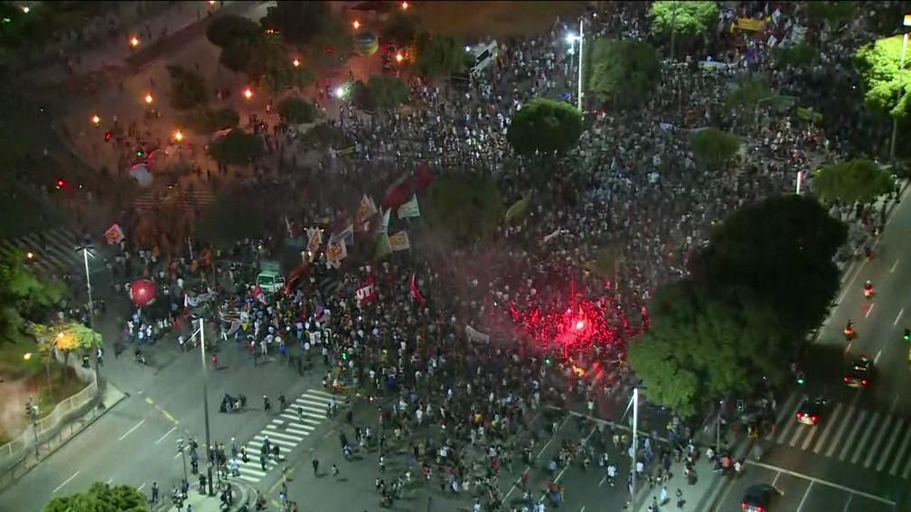 Protesto contra reforma da previdência no Centro do Rio (Foto: Reprodução/TV Globo)