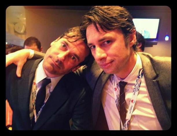 Os atores e produtores Jon Hamm (à esq.) e Zach Braff também já posaram juntos para um autorretrato. (Foto: Twitter)
