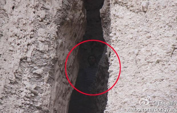 Sonâmbulo andou em direção a precipício e acabou preso em fenda por quase 2 dias (Foto: Reprodução/Weibo/dongyang08)