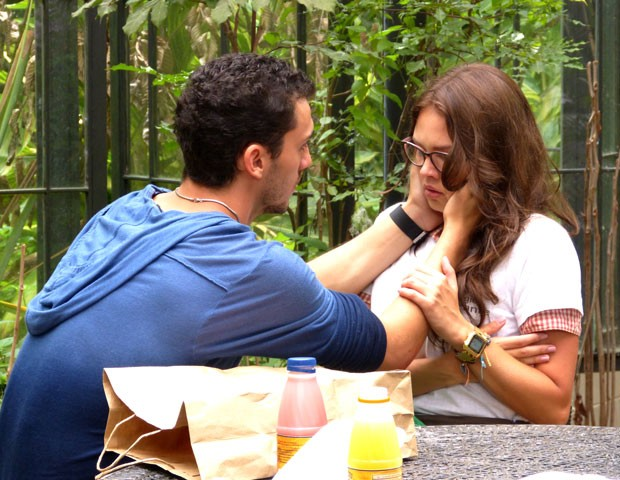 Vilão! Sal excede na força ao falar com Luana (Foto: Malhação / TV Globo)