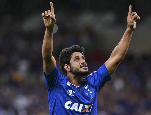 Léo comemora gol marcado diante do Bahia