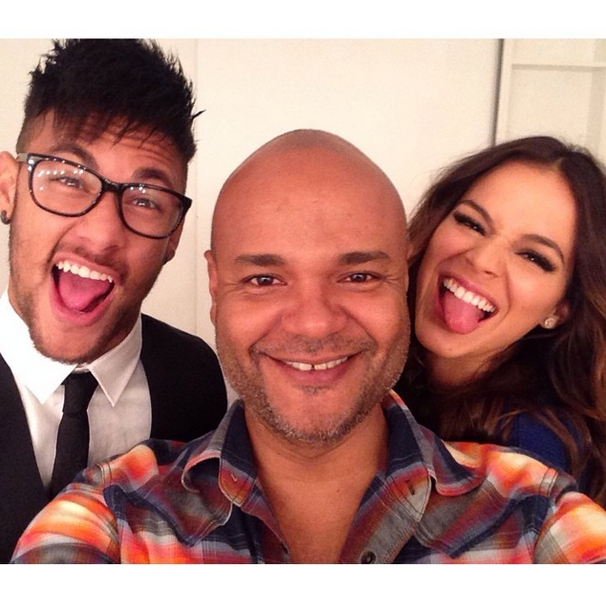 Bruna Marquezine e Neymar em dia de beauté com Ale de ...
