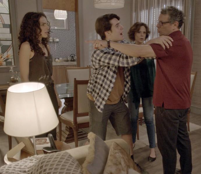Miguel perde a linha com Ciça (Foto: TV Globo)