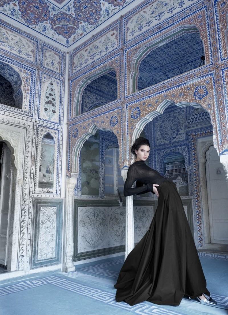 Kendall Jenner estrela edição de aniversário da Vogue Índia (Foto: Divulgação)