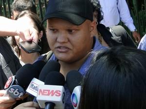 21.nov.2012 - Marcos Vinícius, amigo de infância de Macarrão, foi testemuna de defesa do réu, e prestou depoimento nesta quarta-feira (21) (Foto: Cristina Moreno de Castro/G1)