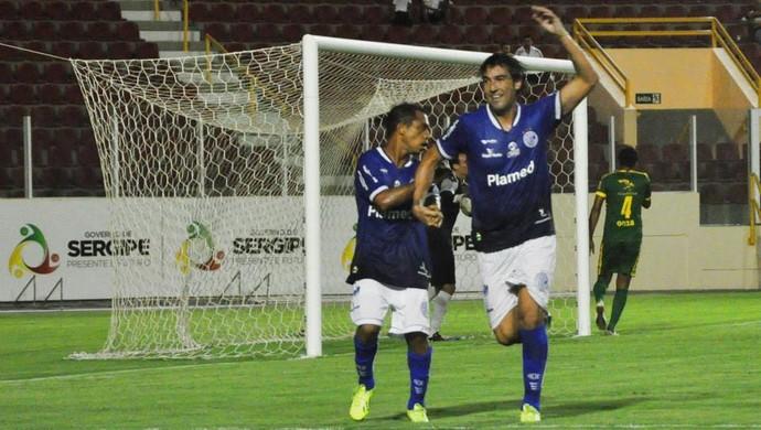 Kível comemora gol em cima do Estanciano (Foto: Divulgação/ADC)