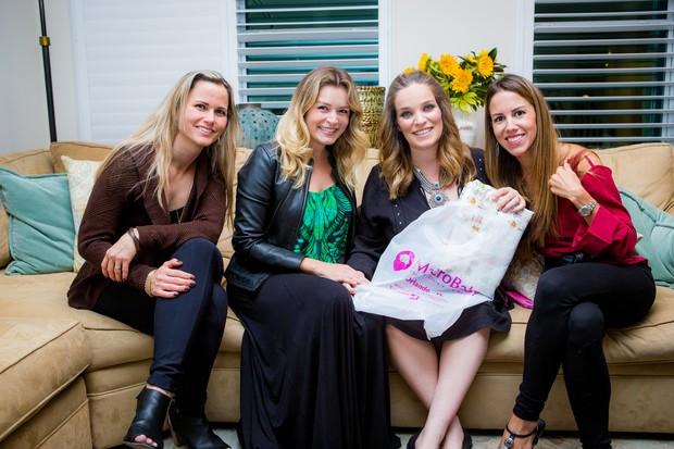 Bruna DiTulio com as amigas Bere de Paula, Bianca Castanho e Roberta Amaral no chá de bebê (Foto: Leo Mayrink/Divulgação)