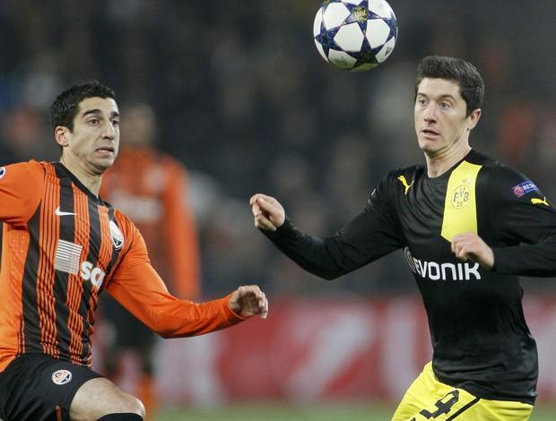 Henrik Mkhitaryan e Robert Lewandowski. Shakhtar x Borussia Dortmund (Foto: Reuters)