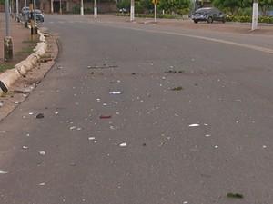 Na Av. Barão do Rio Branco ainda haviam sinais do acidente (Foto: Reprodução TV Tapajós)