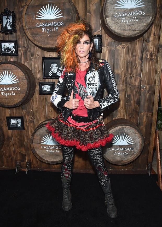 Cindy Crawford em festa de Halloween em Los Angeles, nos Estados Unidos (Foto: Alberto E. Rodriguez/ Getty Images/ AFP)