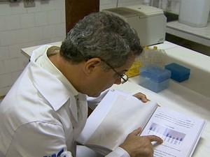 Médico geneticista da USP João Monteiro Pina Neto liderou pesquisa junto as Apaes (Foto: Alexandre Sá/EPTV)
