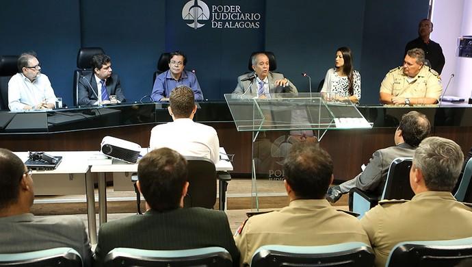 Reunião na sede do TJ começou a definir medidas para o Clássico das Multidões (Foto: Caio Loureiro / Tribunal de Justiça)