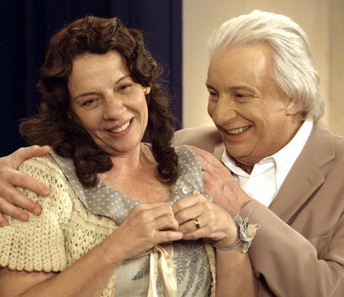 Eponina e Pandolfo continuam curtindo a lua de mel (Foto: TV Globo)